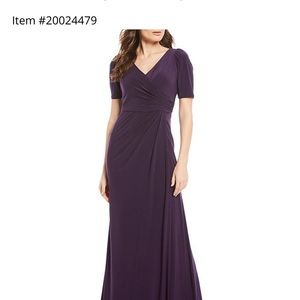 NWT Adrianna Papell V-neck Gown Size 8